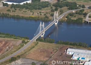 France, Bouches-du-Rhône (13), Tarascon, pont suspendu (vue aérienne)