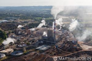 France, Bouches-du-Rhône (13), Tarascon, Usine de Fibre Excellence Tarascon qui produit de la pâte de bois resineux pour le papier, carton et tissus (vue aérienne)