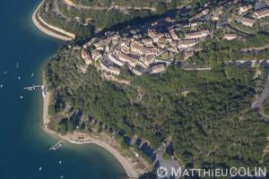 France, Alpes-de-Haute-Provence (04), parc naturel régional du Verdon, village de Sainte-Croix-du-Verdon, lac de Sainte-Croix (vue aérienne)