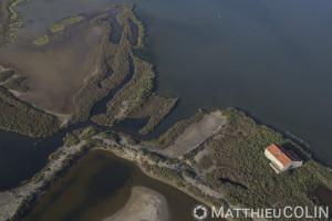France, Gard (30), Camargue, salins d'Aigues- Mortes, Salins du Midi, Marais du Peccais (vue aérienne)