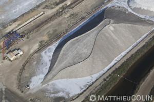 France, Gard (30), Camargue, salins d'Aigues- Mortes, Salins du Midi, site industriel et tas de sel  (vue aérienne)