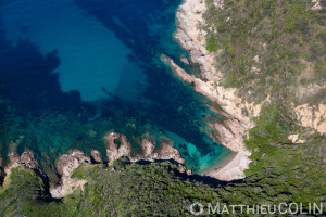 France. Corse du Sud (2A), golfe de Sagone, commune de Cargèse, plage de Molendinu et pointe  (vue aérienne)