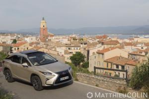 France, Var (83), Saint Tropez, clocher de d'église et toits, Lexus RX450 H Hydrid