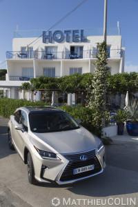 France, Var (83), Hyères, Hôtel La Reine Jane, port de L'ayguade, 1 quai des Cormorans, chaque chambre décorée par un designer différent, Lexus RX450 h Hydrid