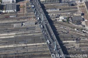 France, Val de Marne (94), Ivry-sur-Seine, gare de triage sncf réseau en amont de la gare d'Austerlitz et bd périphérique (vue aérienne)