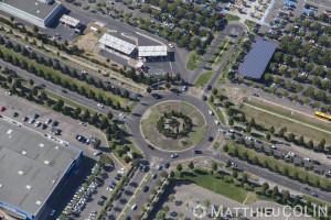 France, Gard (30), Nîmes, Zac du mas des Vignolles, Cap Costières et centre commercial Carré Sud, avenue du Docteur Baillet, rond point et parking (vue aérienne)