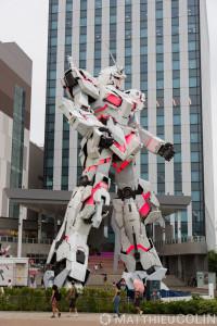 Japon, île de Honshu, région de Kanto, Tokyo, Odaiba, centre commercial DiverCity Tokyo Plaza, statue de Unicorn Gundam//Japan, Honshu Island, Kanto region, Tokyo, Odaiba, DiverCity Tokyo Plaza shopping center, statue of Unicorn Gundam