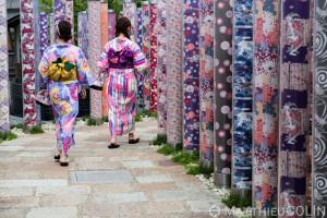 apon, île de Honshu, région de Kansaï, Kyoto, Arashiyama, exposition en plein air sur les tissus//apon, Honshu Island, Kansai region, Kyoto, Arashiyama, outdoor exhibition on fabrics