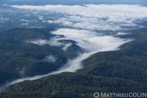 France, Vosges (88), Raon-l'étape et ses forêt sous la brume (vue aérienne).
