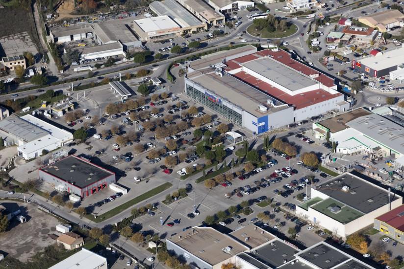 Pertuis, Carrefour Market