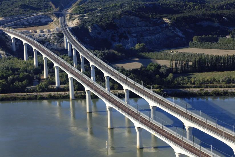 Viaduc TGV d'Avignon sur le Rhône