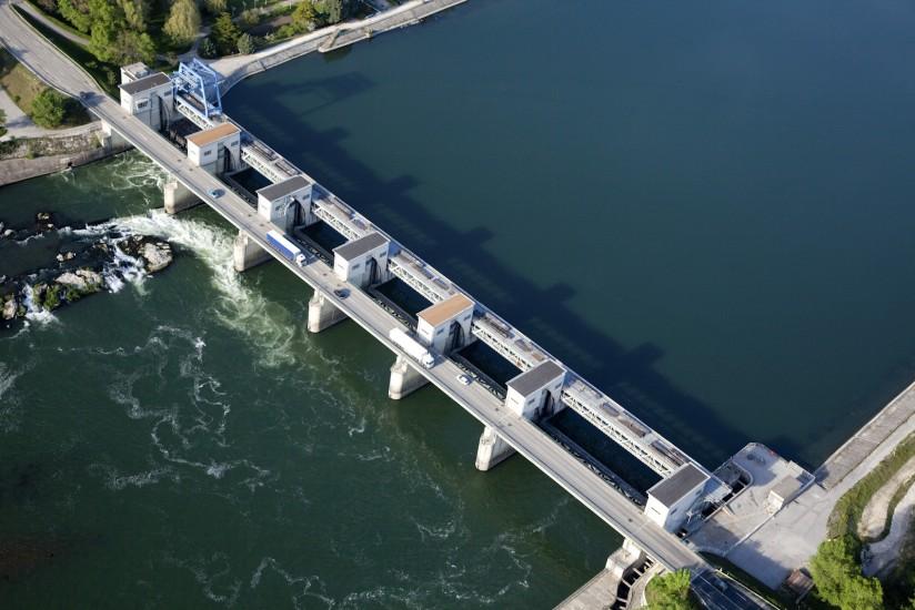 Barrage hydraulique sur le Rhône