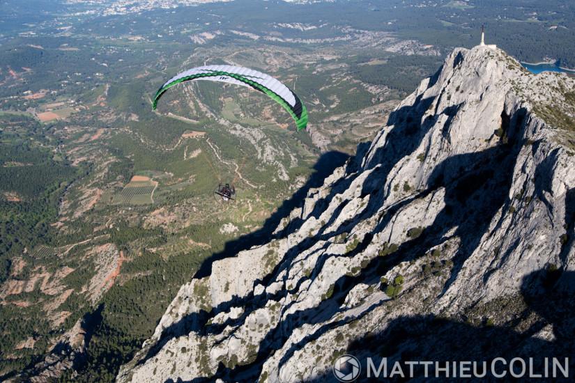 Saint-Antonin-sur-Bayon, montagne de la Sainte Victoire qui domine Aix-en-Provence, Croix de Provence  (vue aérienne)