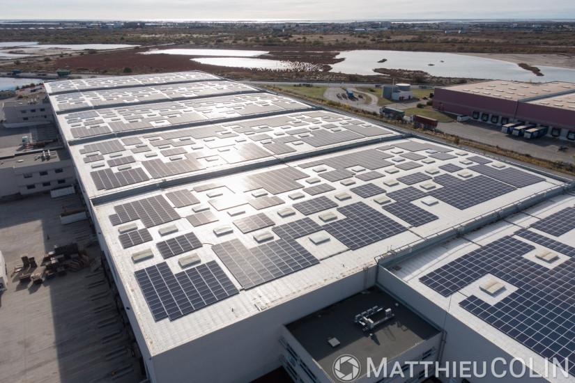 Port de Fos-Sur-Mer, zone logistique Distriport, Bâtiment B2, Mediaco Vrac, toit solaire UrbaSolar (vue aérienne)