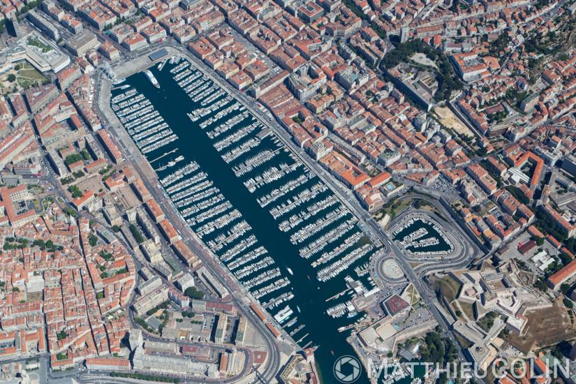 Marseille,2 et 7eme arrondissement,  Vieux port (vue aérienne en hélicoptère)