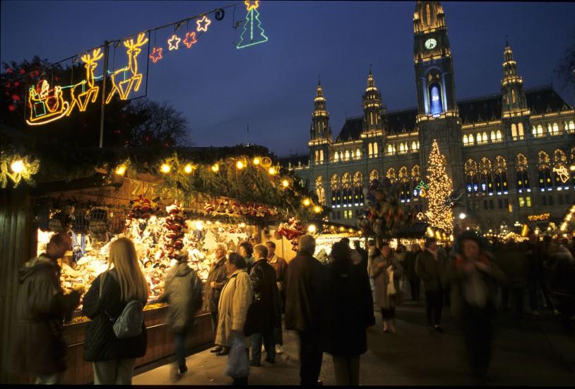 Vienne, Salzburg, Innsbruck - Marchés de Noël en Autriche. Ca commence bien avant Noël, au premier dimanche de l'Avent. Les plus belles cités d'Autriche, Vienne, Innsbruck et Salzbourg, dressent alors les couleurs de Noël (140 photos) Voir le reportage sur Divergence-Images