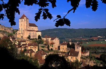 LOT  - Le Quercy entre Cahors et Rocamadour - Les villages du vertige. Perchés sur de hautes falaises, comme des vigies au dessus des rivières, les châteaux et les villages perchés semblent s'être échappés du Moyen Age (140 photos) Voir le reportage sur Divergence-Images