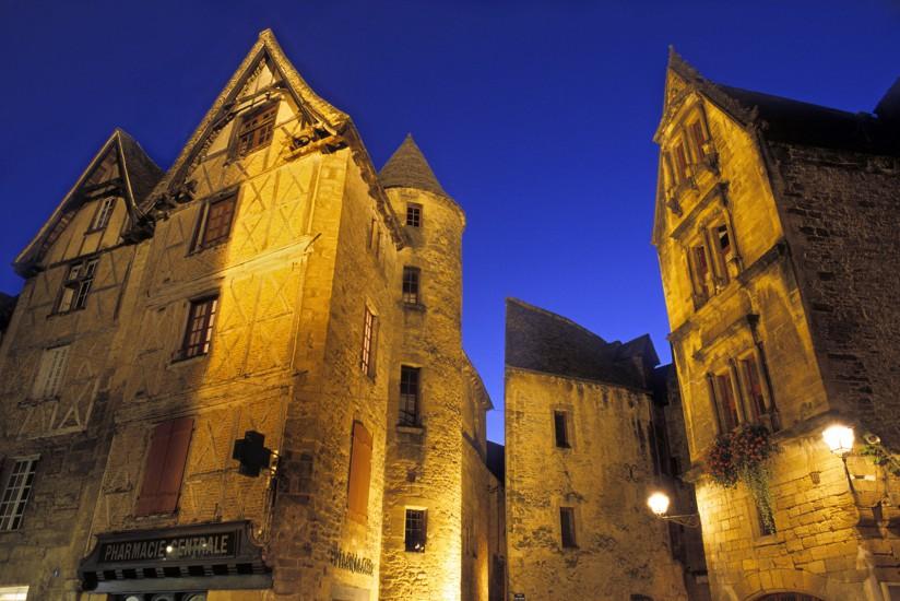 """DORDOGNE - Autour de Sarlat - Le Périgord noir. Châteaux, villages perchés, oies et noix, une balade dans le plus réputé des P""""rigord (60 photos) Voir le reportage sur Divergence-Images"""