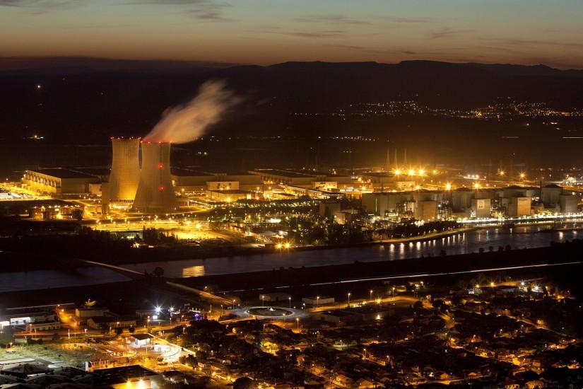 Sites nucléaires du Triscastin et de Cruas. Usine d'enrichissement d'uranium Eurodif exploitée par Areva, centrale nucléaire EDF du Tricastin et ses quatres réacteurs à Pierrelatte et de Cruas-Meysse près de Montélimar et centrale solaire photovoltaïque de Bollène. (56 photos)  Voir le reportage sur Divergence-Images
