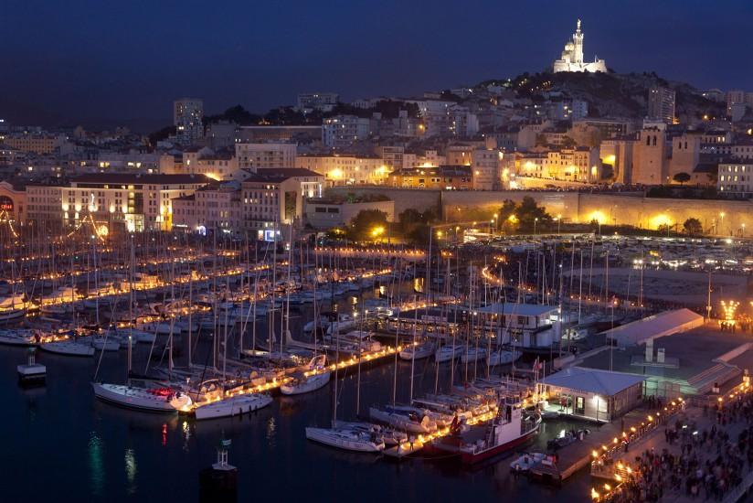 Les 3 et 4 mai 2013, le port de Marseille s'est enflammé pour plus de 200 000 personnnes. La compagnie Carabosse a mis en lumière le port avec 6000 pots de feu, torchères et boules de braise. Un pont flottant a permis de marcher sur l'eau pour découvrir cette magie éphémère du feu sur la mer. Voir le reportage sur Divergence-Images