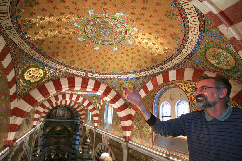 L'église Notre Dame de la Garde qui domine et protège les Marseillais. Voir le reportage sur Divergence-Images