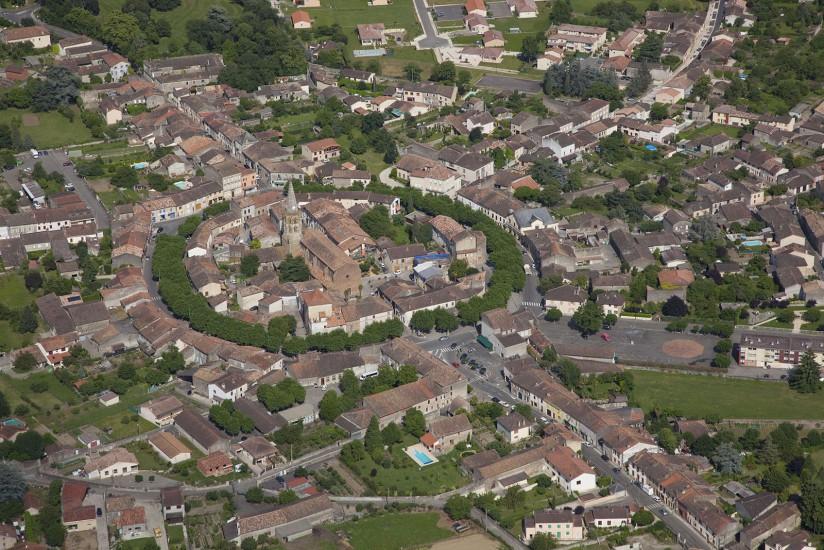 FRANCE - Midi-Pyrénées - Haute Garonne - Haute-Garonne. Vues aériennes de Saint Gaudens, Saint-Bertrand-de-Comminges, Martres-Tolosanes. (70 photos) Voir le reportage sur Divergence-Images