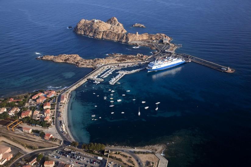 FRANCE - Corse  - L'île de Beauté vue du ciel. Vues aériennes de l'île Rousse, de ses plages et de la région de Sagone et Cargèse. (44 photos) Voir le reportage sur Divergence-Images