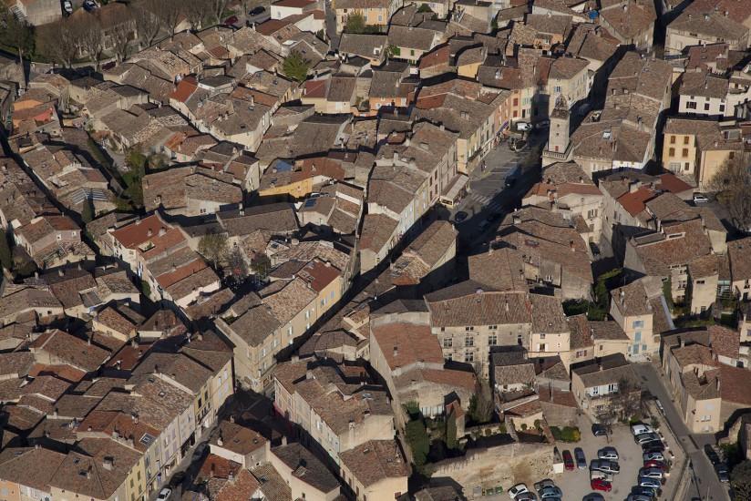 FRANCE - Provence - Bouches-du-Rhône - Le pays d'aix. Vues aériennes de Lambesc, Saint Cannat, la Barben, Pont Royal en Provence sur la commune de Mallemort (15 photos) Voir le reportage sur Divergence-Images