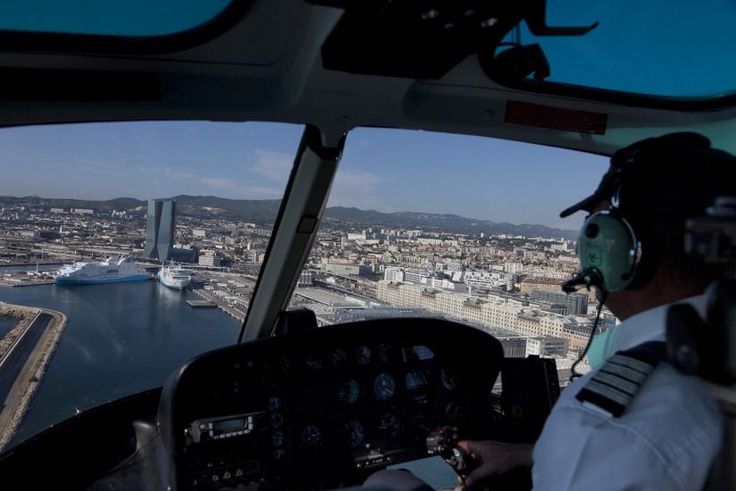 Littoral de Marseille. Survol en hélicoptère du Grand Port Maritime de Marseille, la tour CMA-CGM.Voir le reportage sur Divergence-Images