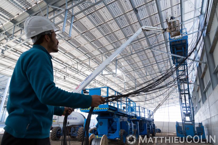 Ouvrier spécialisé, pose de panneau solaire photovoltaique, cablage eletcrique