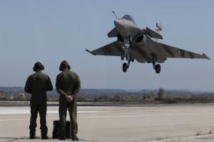 Avion de combat Rafale sur la base aérienne d'Istres
