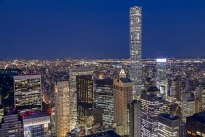 Etats-Unis, New York, Manhattan, vue des gratte-ciels de nuit depuis le sommet de la tour du Rockefeller Center, Top of the Rock, vue sur la tour 432 Park Avenue, gratte-ciel résidentiel du CIM Group, 420 mètres de haut