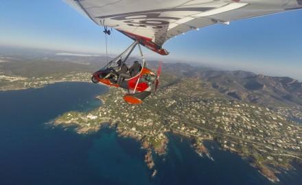 France, Var (83), Littoral, massif de l'Esterel, vol en ULM pendulaire Tarnag 912 Air Creation Bionix (vue aérienne)