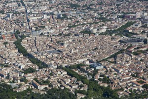 France, Gard (30), Nîmes, centre ville, arenes, Maison carrée  (vue aérienne)