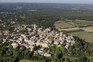 France, Gard (30), village perché de Castillon-du-Gard (vue aérienne)