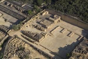 France, Gard (30), Vers-Pont-du-Gard, carrière de pierre (vue aérienne)