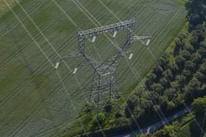 France, Gard (30), Uzès, pylône de ligne à très haute tension (vue aérienne)