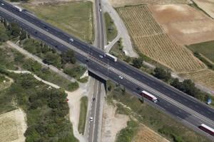 France, Gard (30), Fournes, Autoroute A9 La Languedocienne dans les vignes (vue aérienne)
