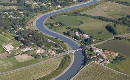 France, Bouches-du-Rhône (13), Le Puy-Sainte-Réparade, méandres du canal EDF (vue aérienne)