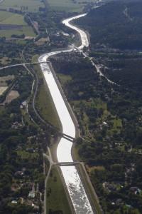 France, Bouches-du-Rhône (13), Meyrargues, canal EDF ou canal usinier de la Durance (vue aérienne)
