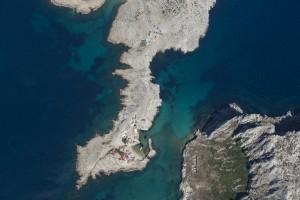 rance, Bouches-du-Rhône (13), Marseille, Parc National des Calanques, massif des calanques, village Les Goudes, anse de la Maronaise, cap croisette, baie des singes (vue aérienne)