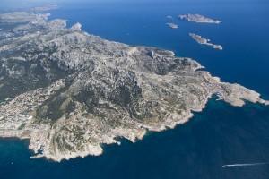 rance, Bouches-du-Rhône (13), Marseille, Parc National des Calanques, massif des calanques, village Les Goudes et archipel de Riou (vue aérienne)