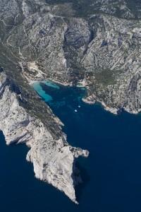 rance, Bouches-du-Rhône (13), Marseille et Cassis, Parc National des Calanques, massif des calanques, calanque de Sormiou et ses cabanons, bec de Sormiou (vue aérienne)