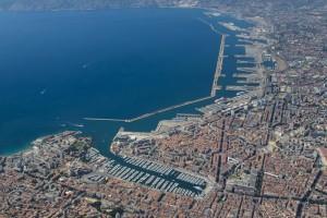 France, Bouches-du-Rhone (13),  Marseille, vue générale avec le Vieux port et la digue du large (vue aérienne)