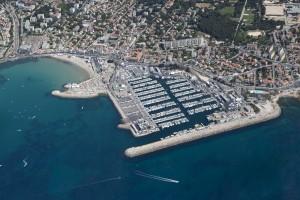 France, Bouches-du-Rhone (13),  Marseille,  8 ème arrondissement, la corniche du président Kennedy,  plages et port de la Pointe Rouge (vue aérienne)