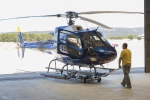 France, Bouches-du-Rhone (13),  Aéroport du Castellet, hélicoptère Ecureuil AS 350 de la société Hélitec (vue aérienne)