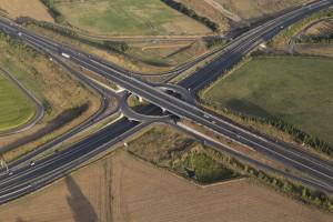 France, Maine-et-Loire (49), Angers, carrefour autoroutier et rond point entre l'A11 Océane et la D106 périphérique ouest d'Angers (vue aérienne)