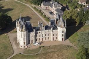 France, Maine-et-Loire (49), Chemillé-en-Anjou, Chanzeaux, château de Chanzeaux  (vue aérienne)