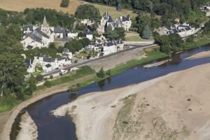 France, Maine-et-Loire (49), Gennes-Val-de-Loire, la Loire, Cunault, le château et l' église Notre-Dame (vue aérienne)