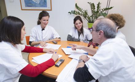 France, Bouches-du-Rhône (13), Marseille,  clinique Madeleine Remuzat, établissement de soins de suite et de réadaptation pour les patients âgés, réunion
